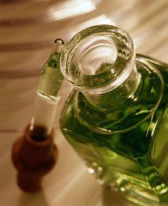 Масло от экземи - види, эффективность использования, методи применения